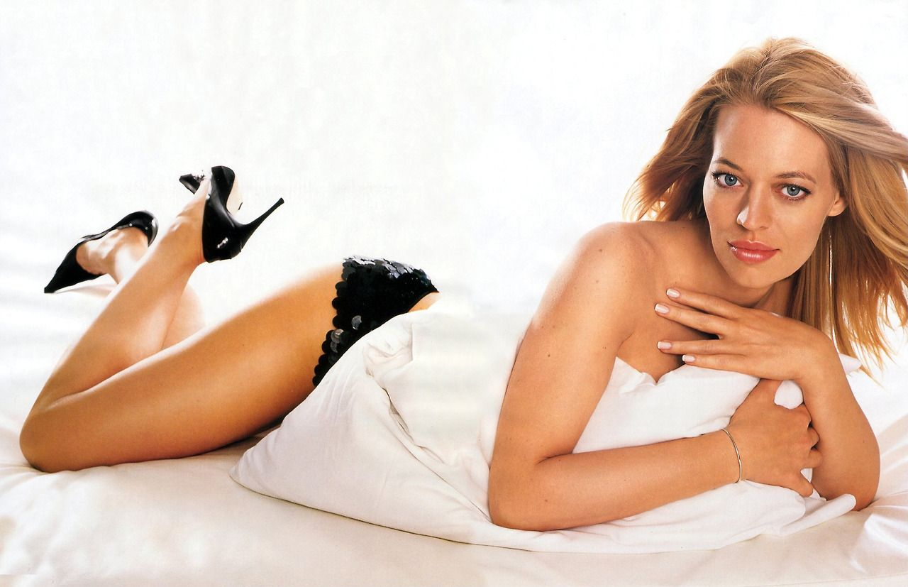 jeri ryan topless