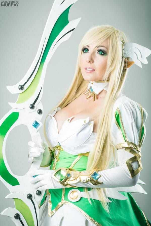 jessica nigri green eyes