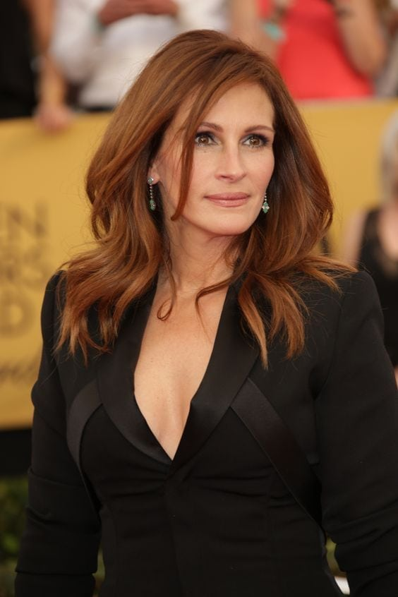 julia roberts cleavage pictures