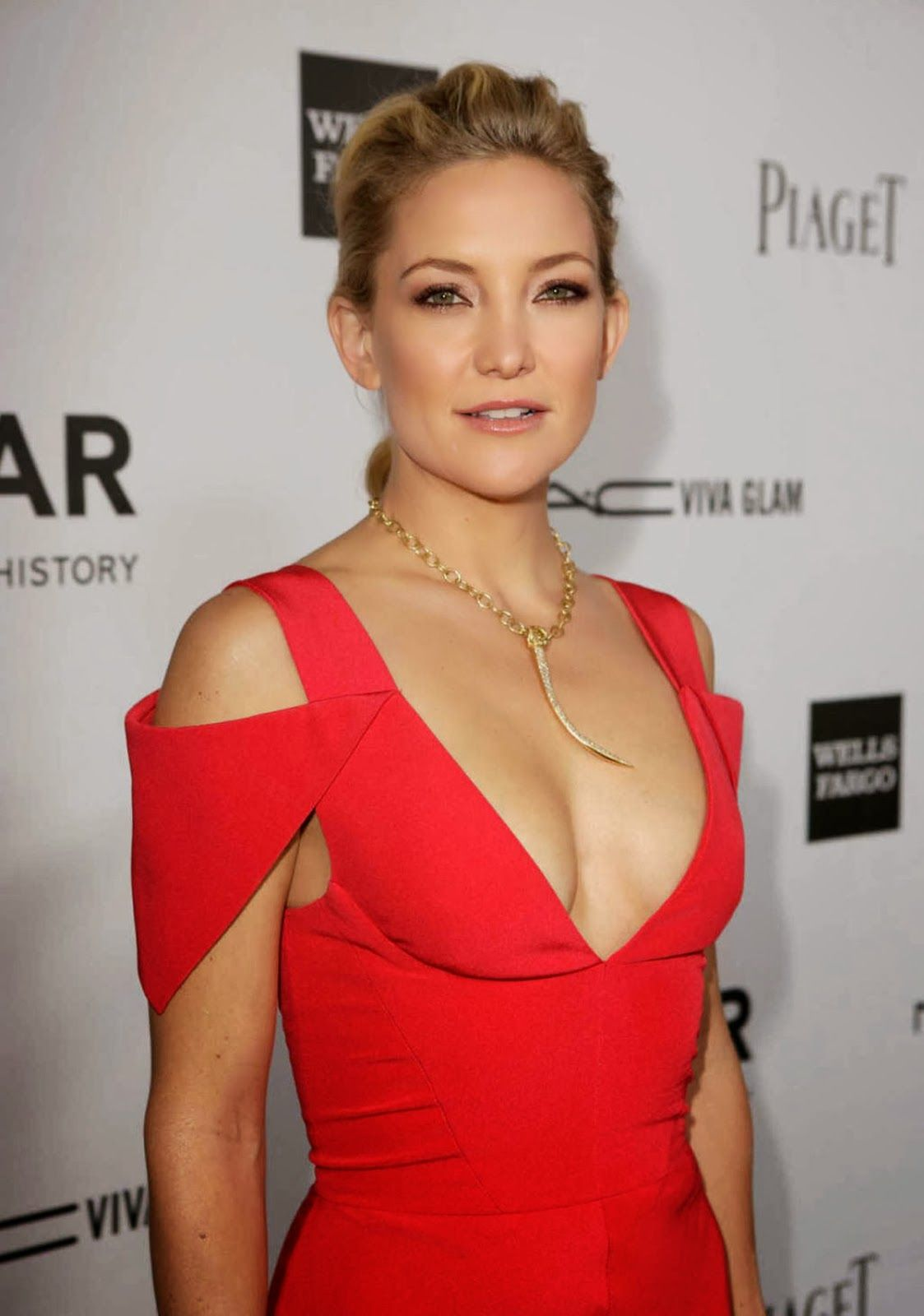 kate hudson cleavage pictures