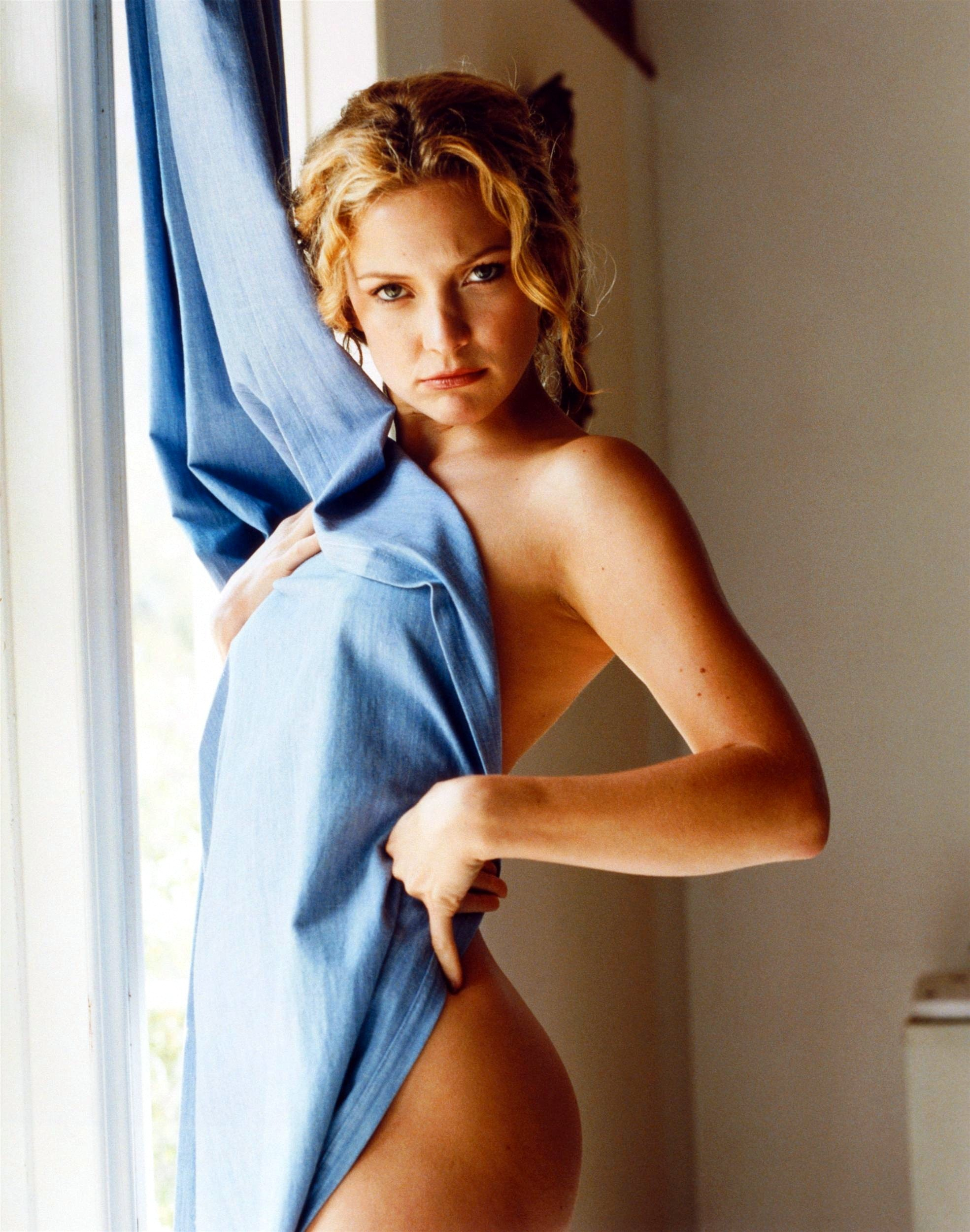 kate hudson nude pictures