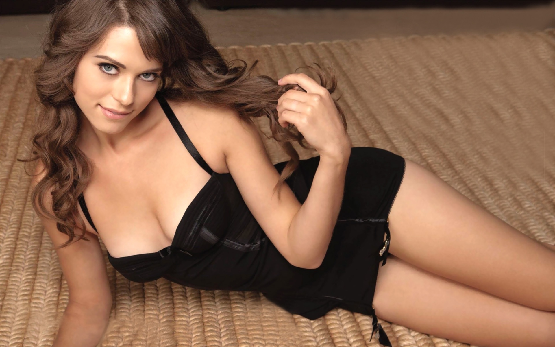 lyndsy fonseca lingerie pictures