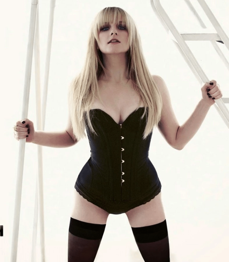 melissa rauch too sexy