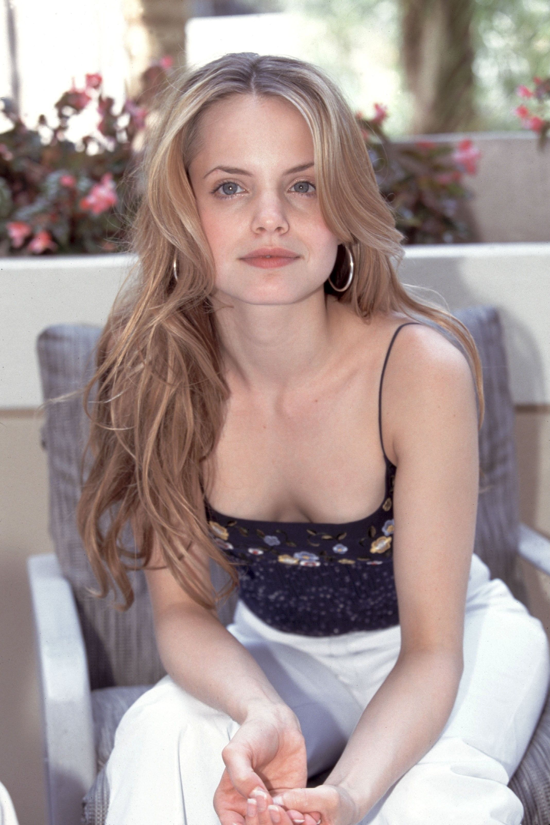 48 Hot Pictures Of Mena Suvari Prove That She Is A Real
