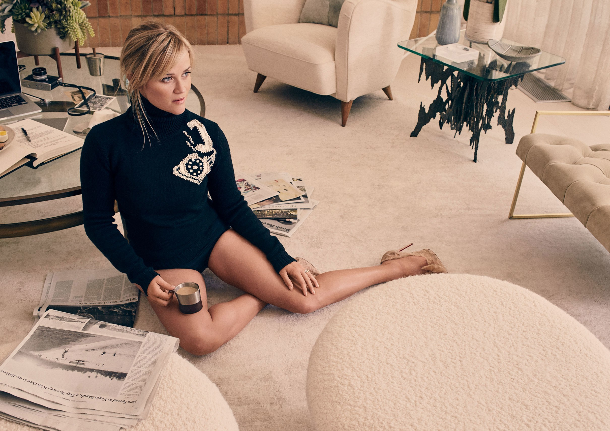 reese witherspoon drinking tea