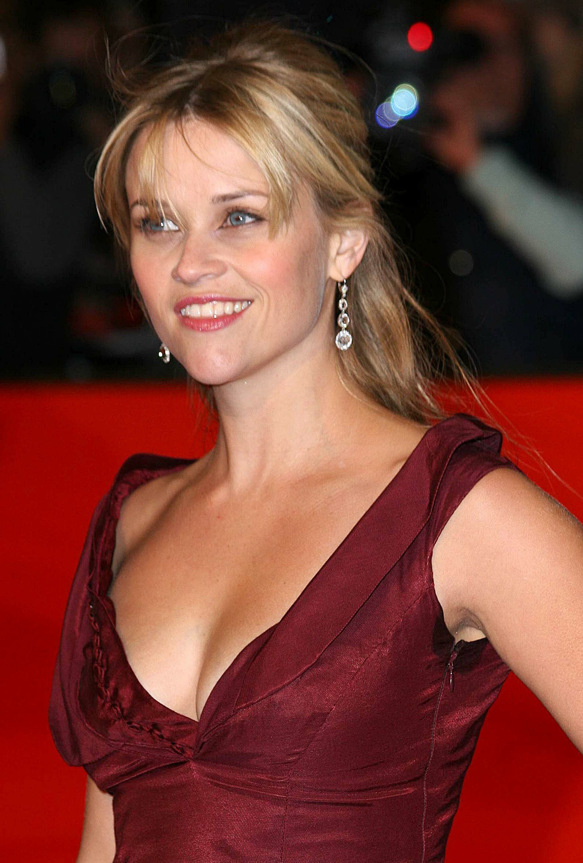 reese witherspoon hot cleavage