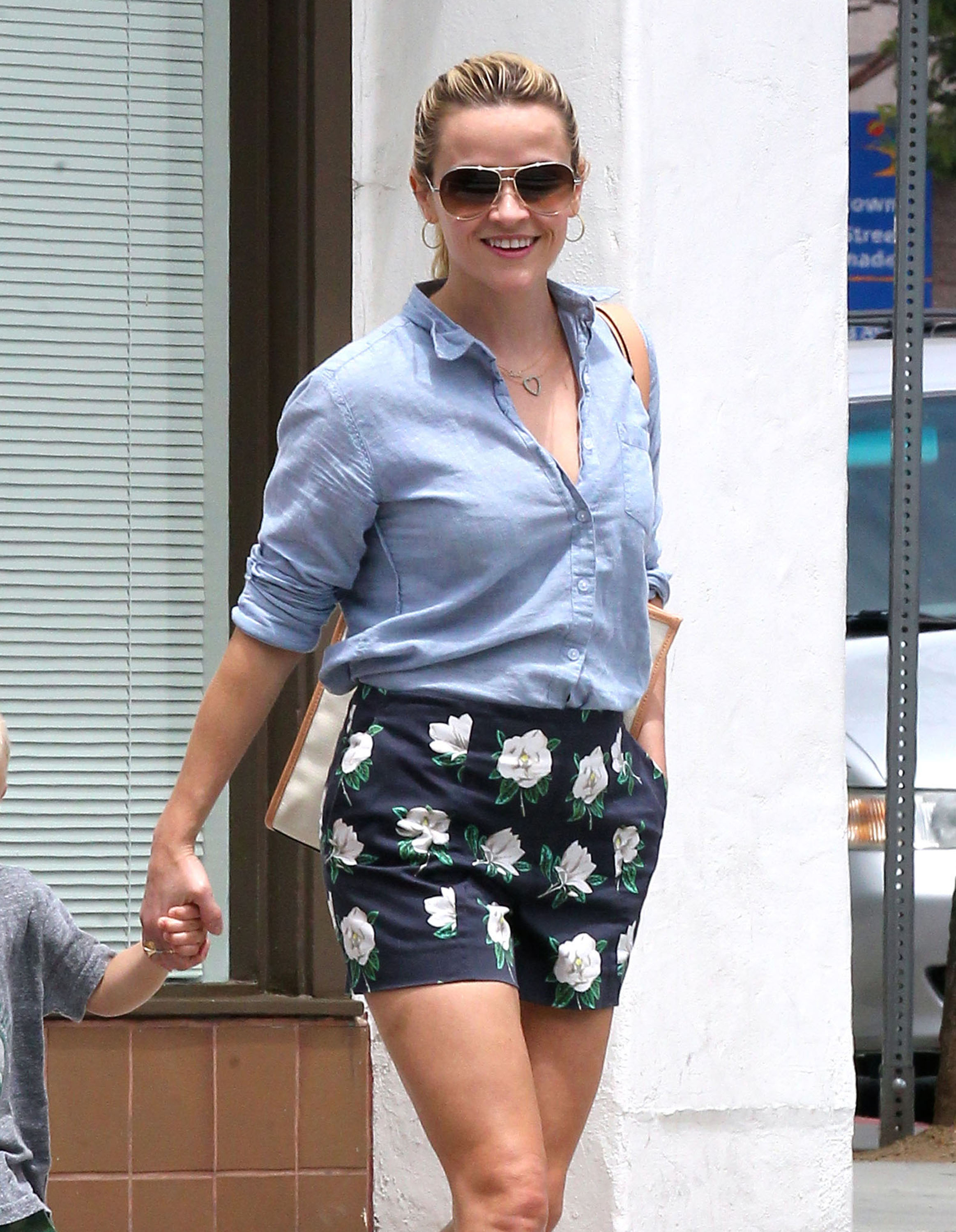 reese witherspoon legs pictures