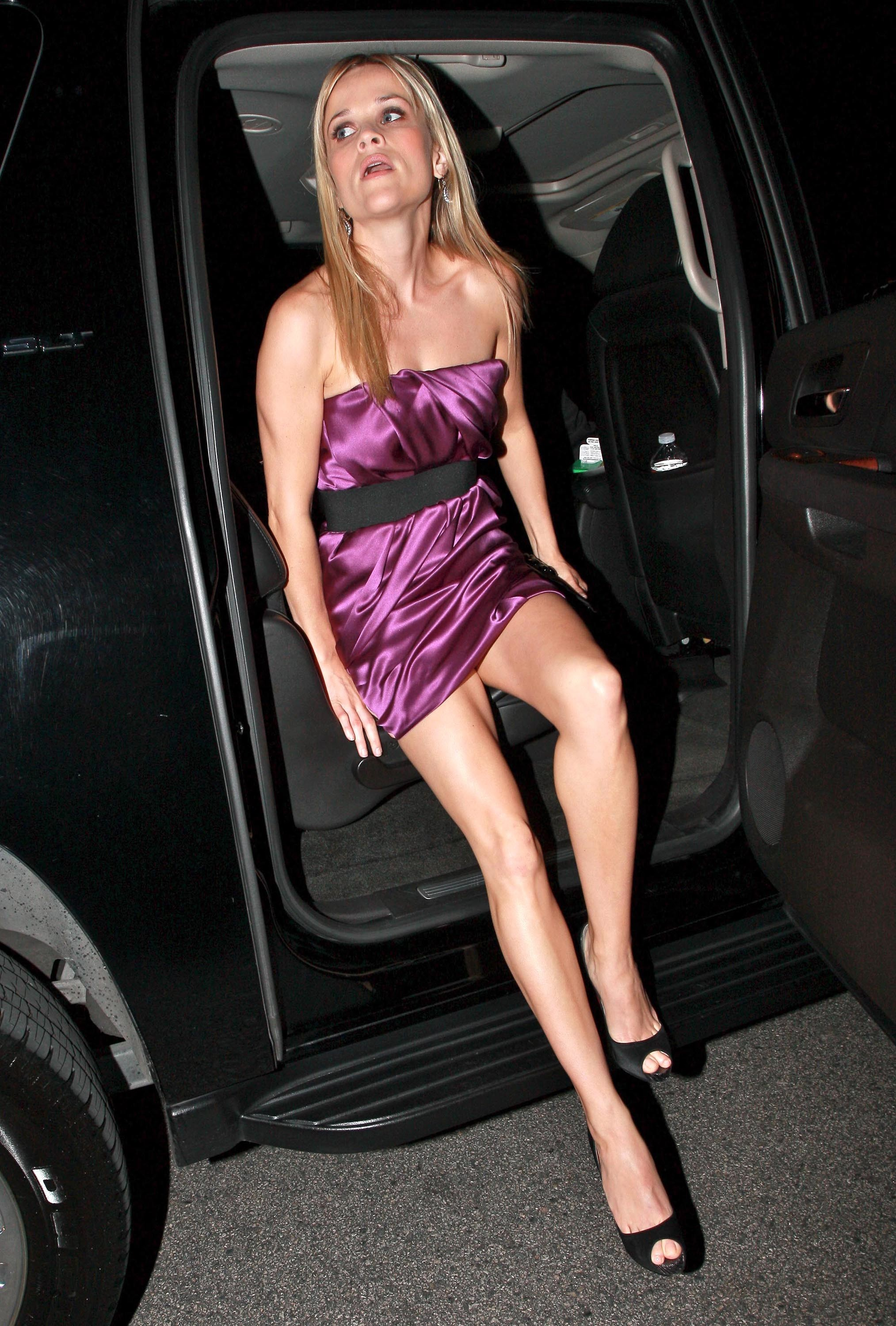 reese witherspoon sexy feet