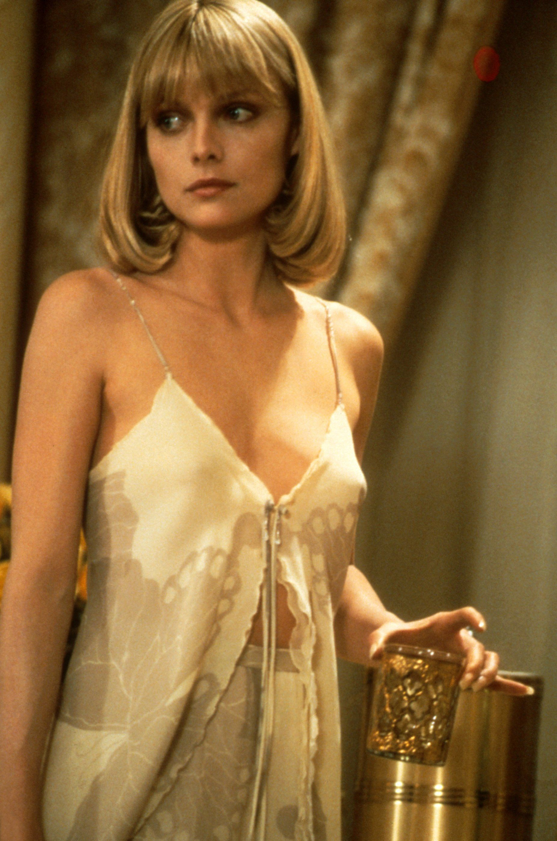 Allison Mack Nudography 56 hot pictures of sarah michelle gellar will slay you with
