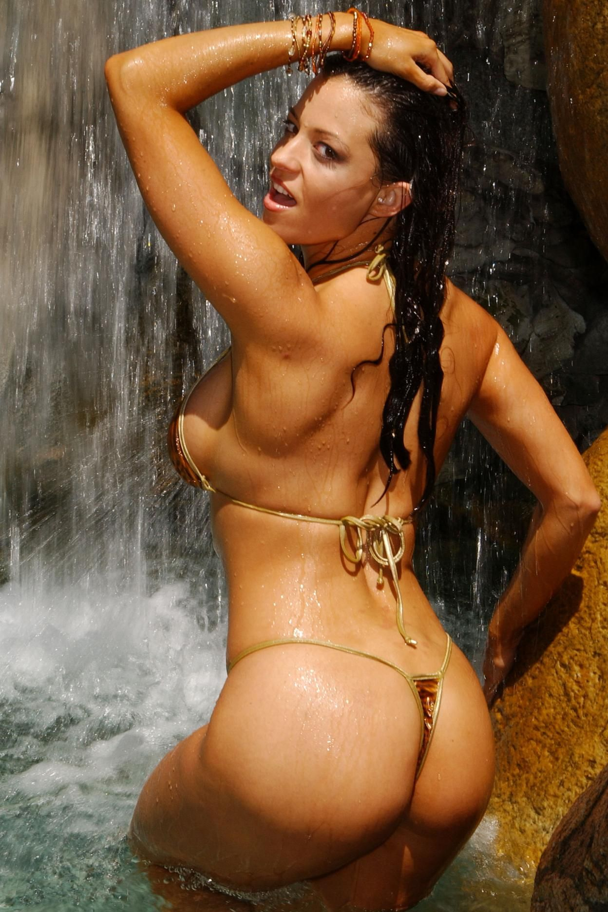 Candice Michelle Butt Pictures