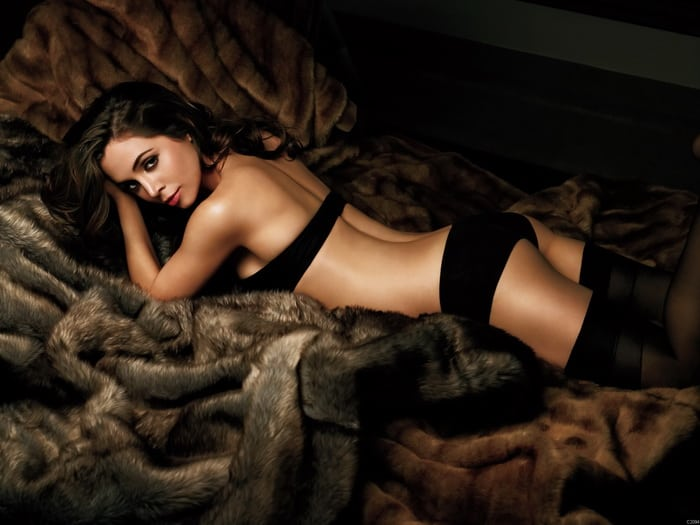 Eliza Dushku in Bed