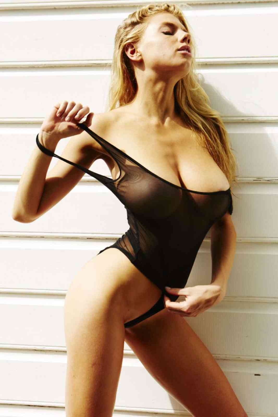 Charlotte Mckinney Hot Pictures