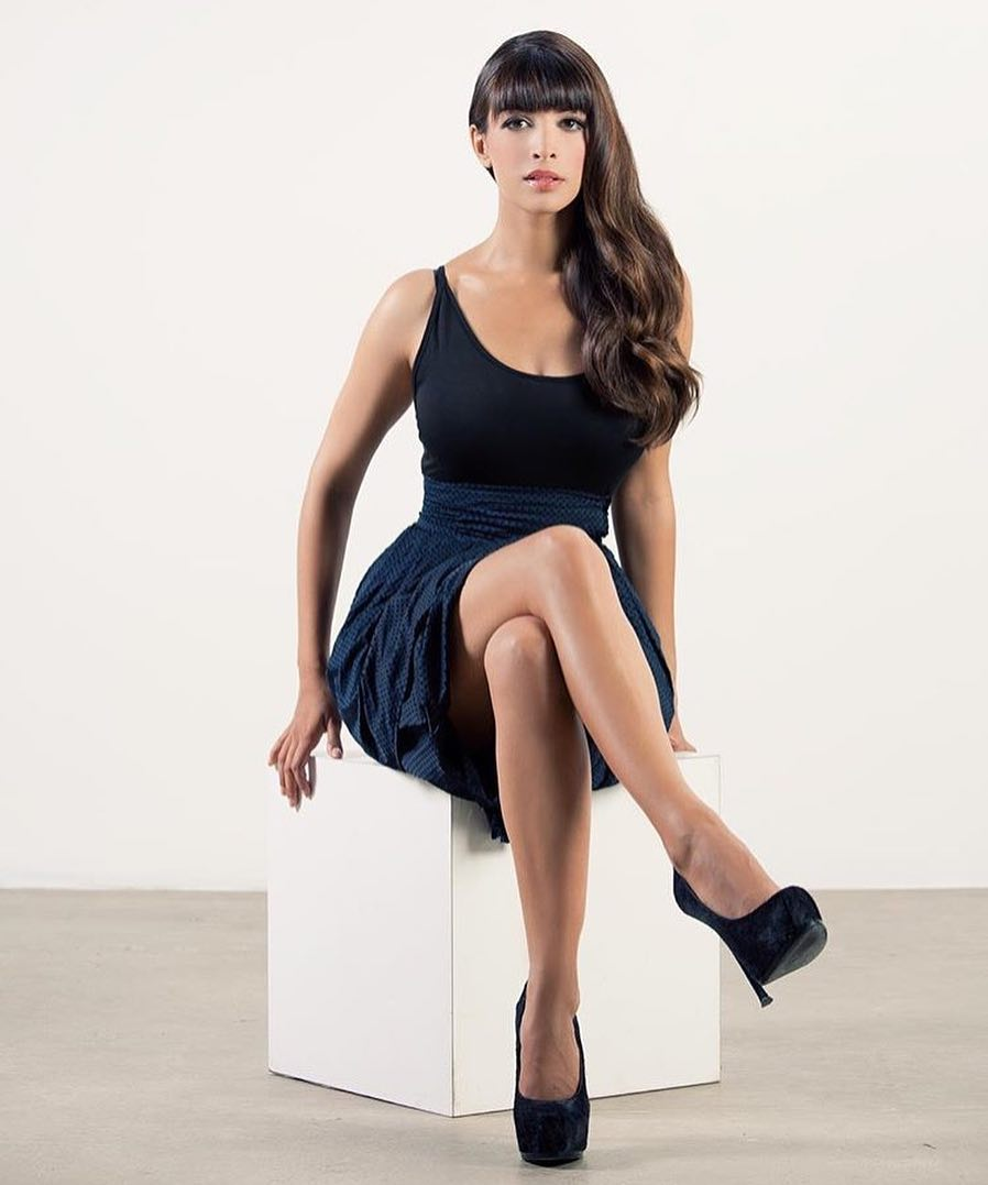 38 hot pictures of hannah simone are sexy as hell