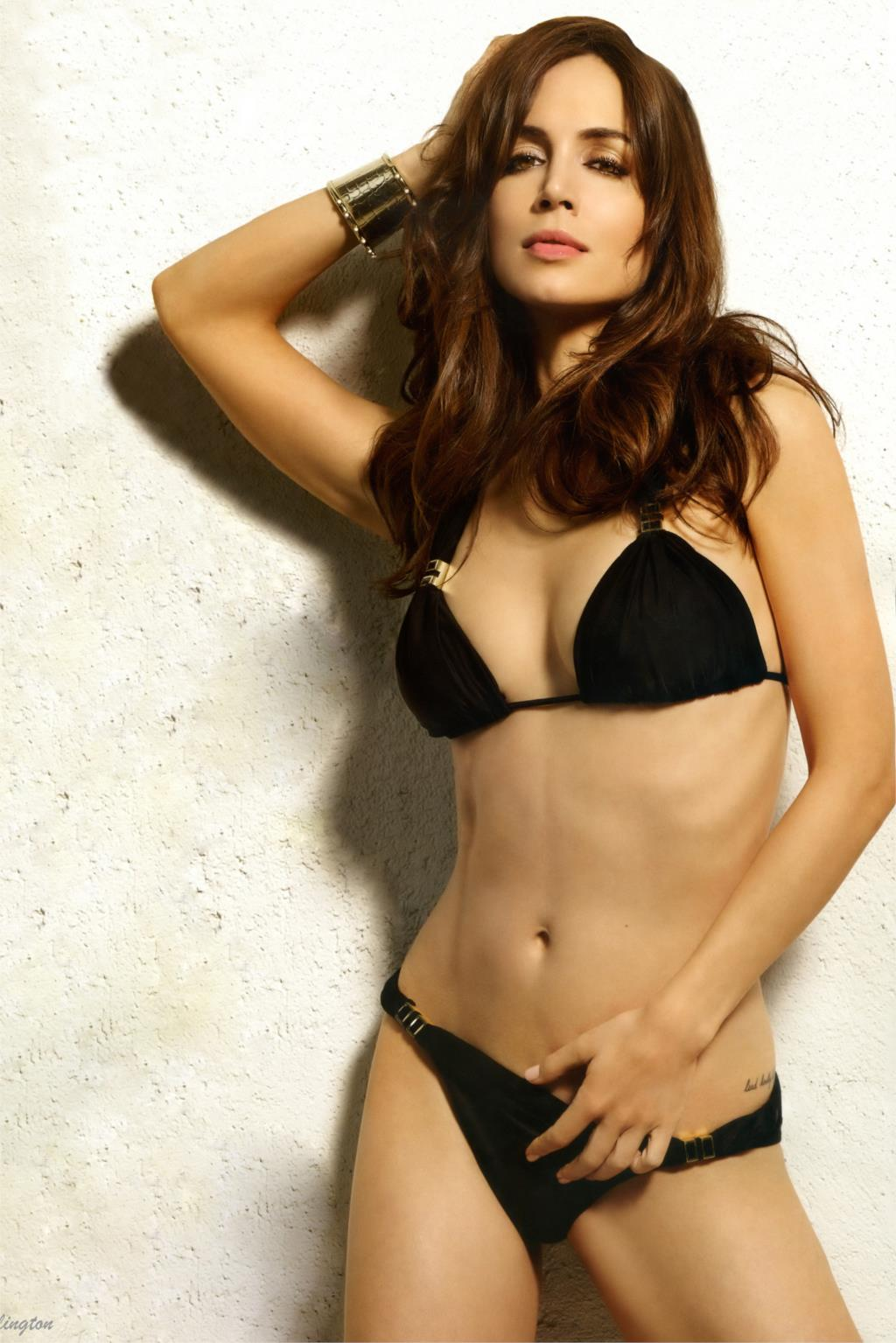 Eliza Dushku Hot in Bikini