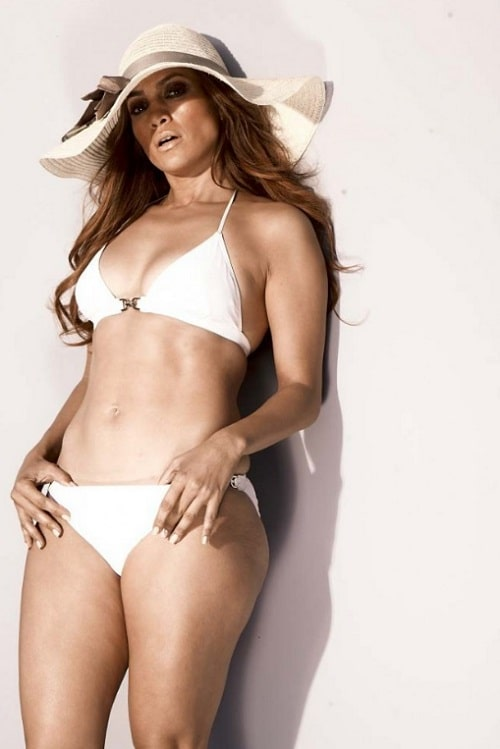 Jennifer Lopez Sexy in White