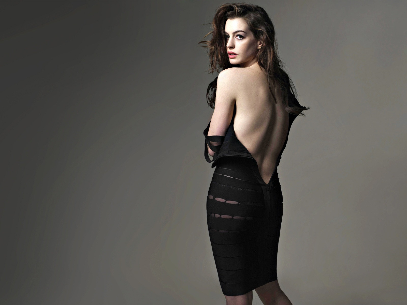 anne hathaway back
