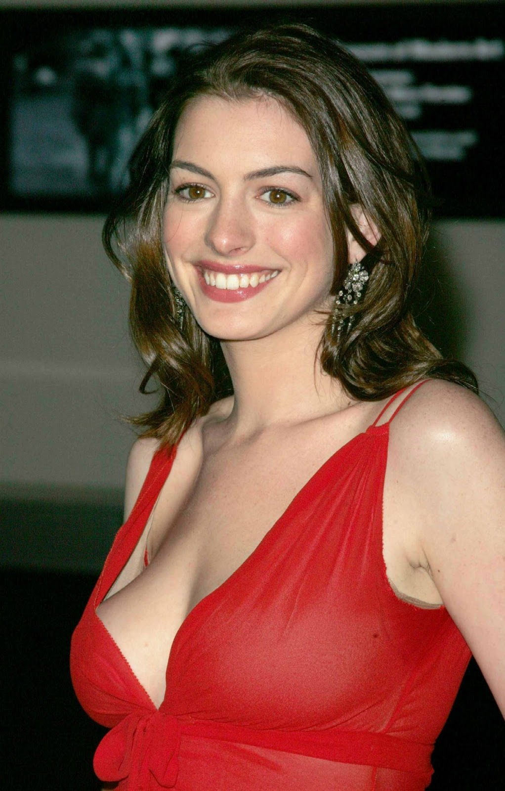 anne hathaway cleavage