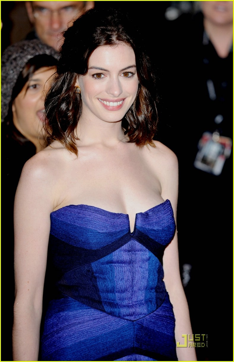 anne hathaway sexy cleavage