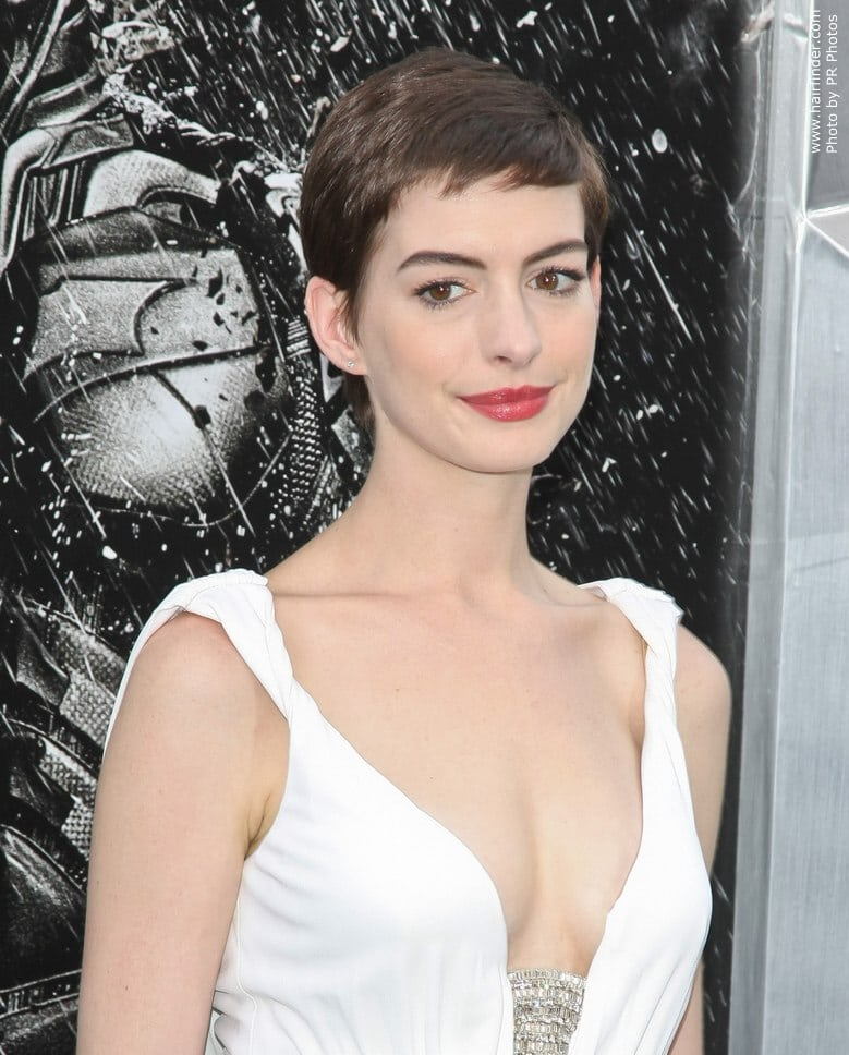 Anne Hathaway Young Pictures: 38 Hottest Bikini Pictures Of Anne Hathaway Are Just Too