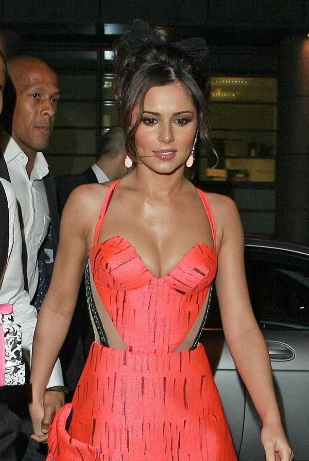 cheryl cole cleavage pictures