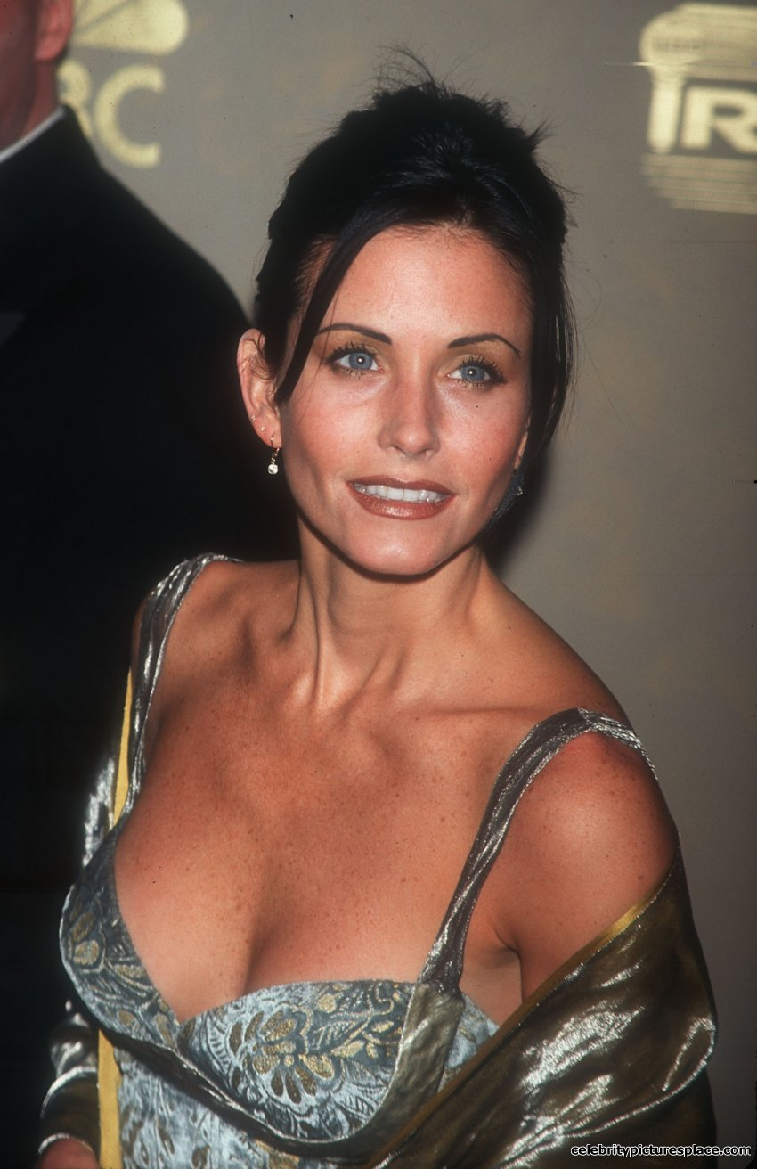 61 Hot Pictures Of Courteney Cox Will Make You Crave For