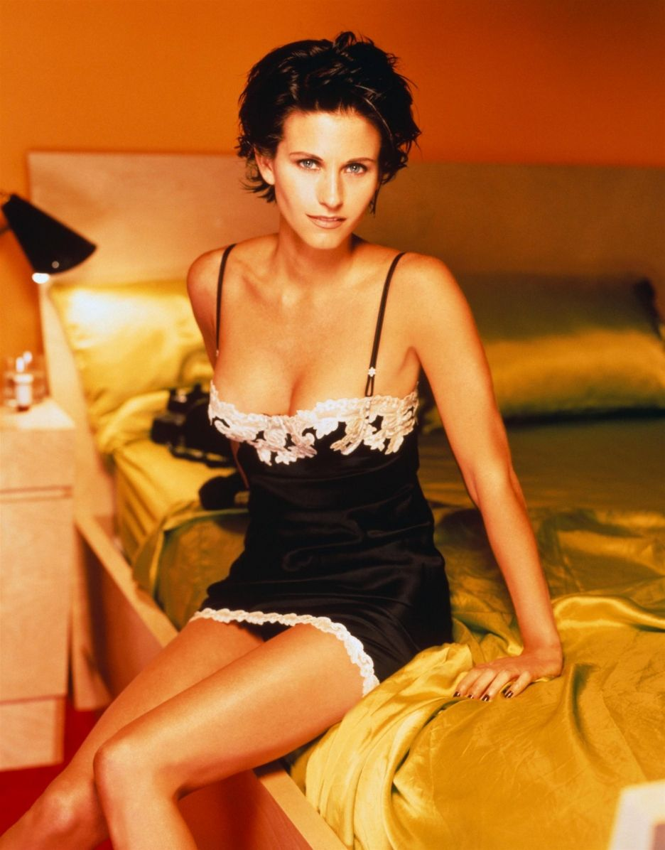 61 Hot Pictures Of Courteney Cox Will Make You Crave For Her Curvy
