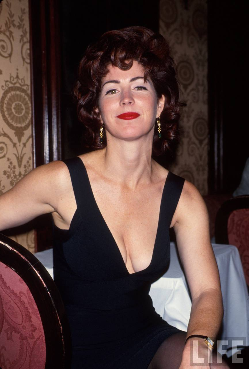 dana delany sexy cleavage