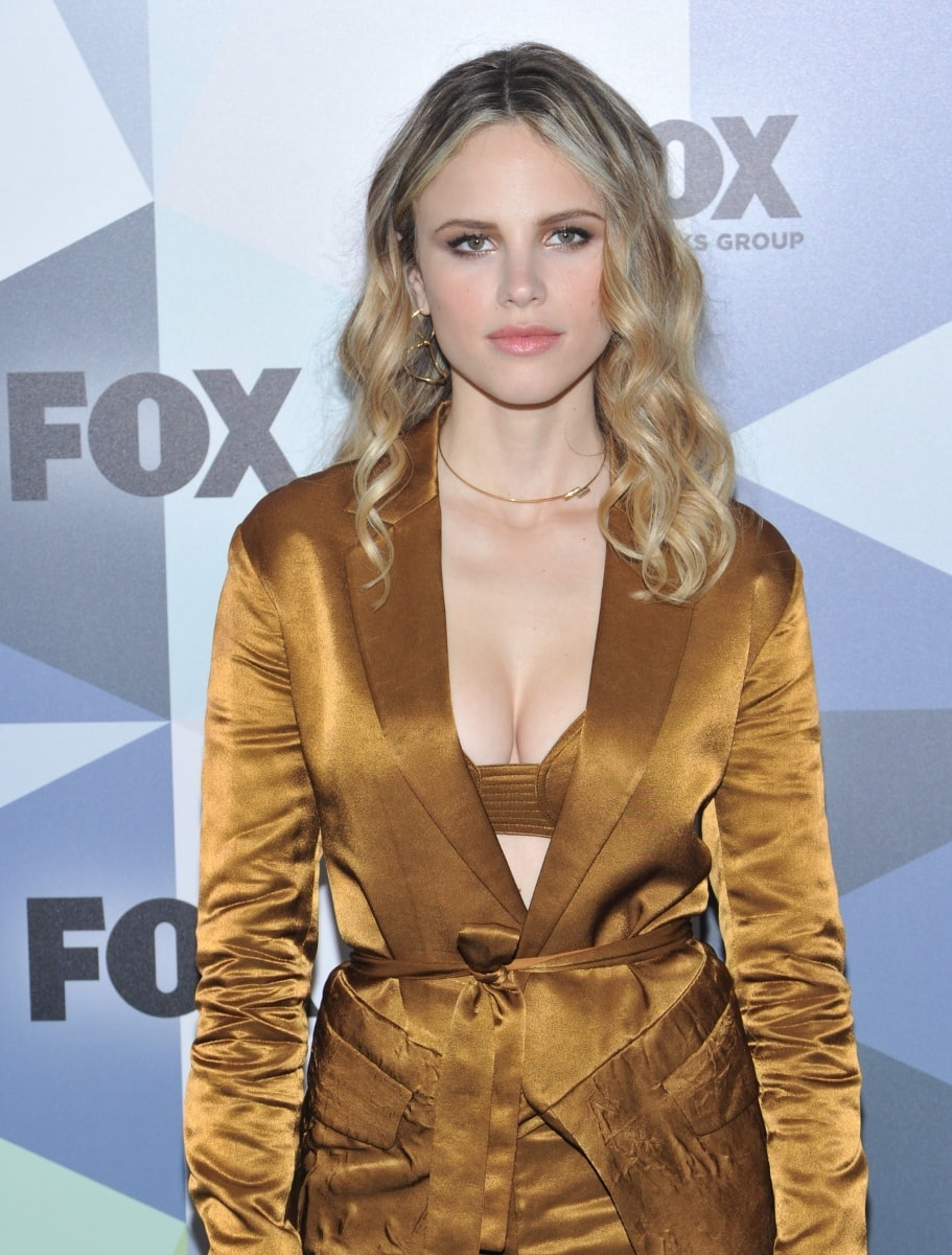 39 Hot Pictures Of Halston Sage Are Here To Explore Her -1025