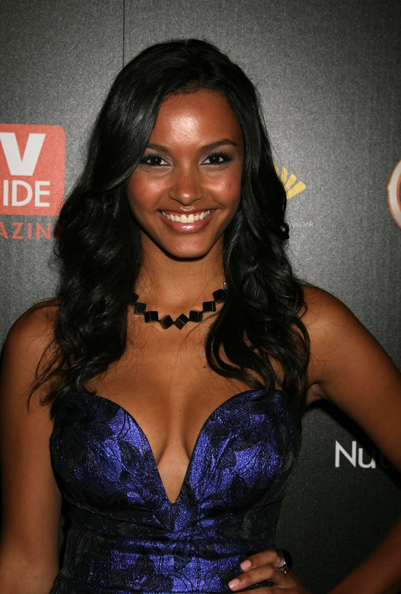 jessica lucas sexy cleavage