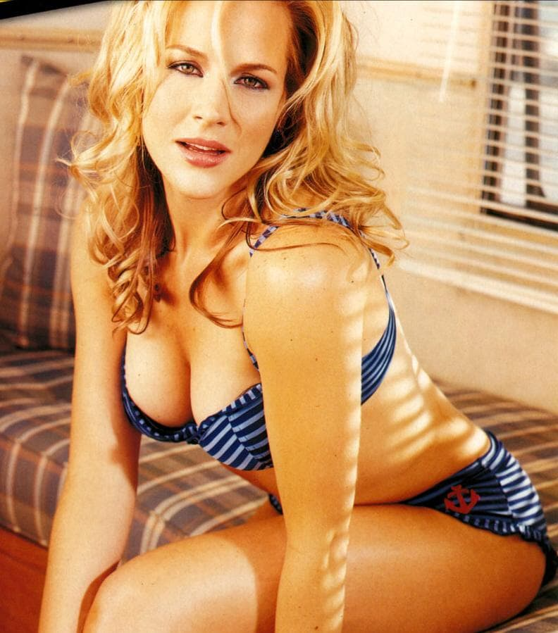 julie benz sexy pictures