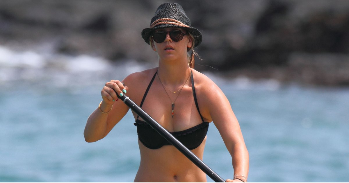 kaley cuoco beach pictures