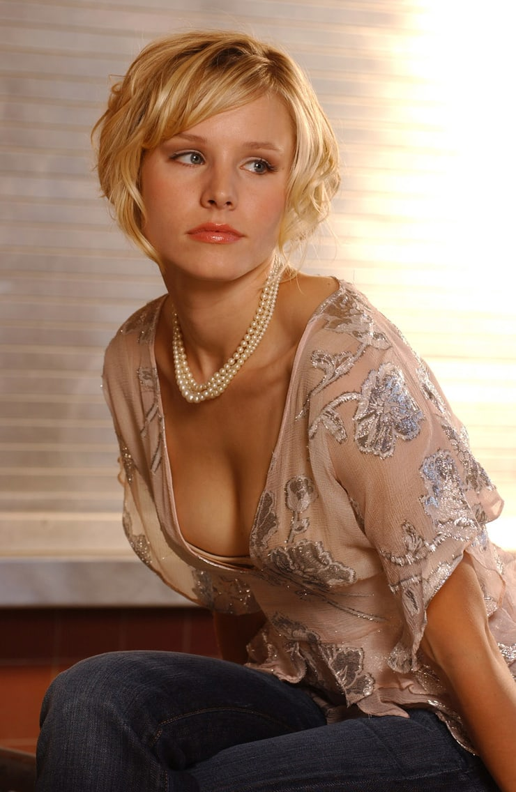 kristen bell sexy cleavage