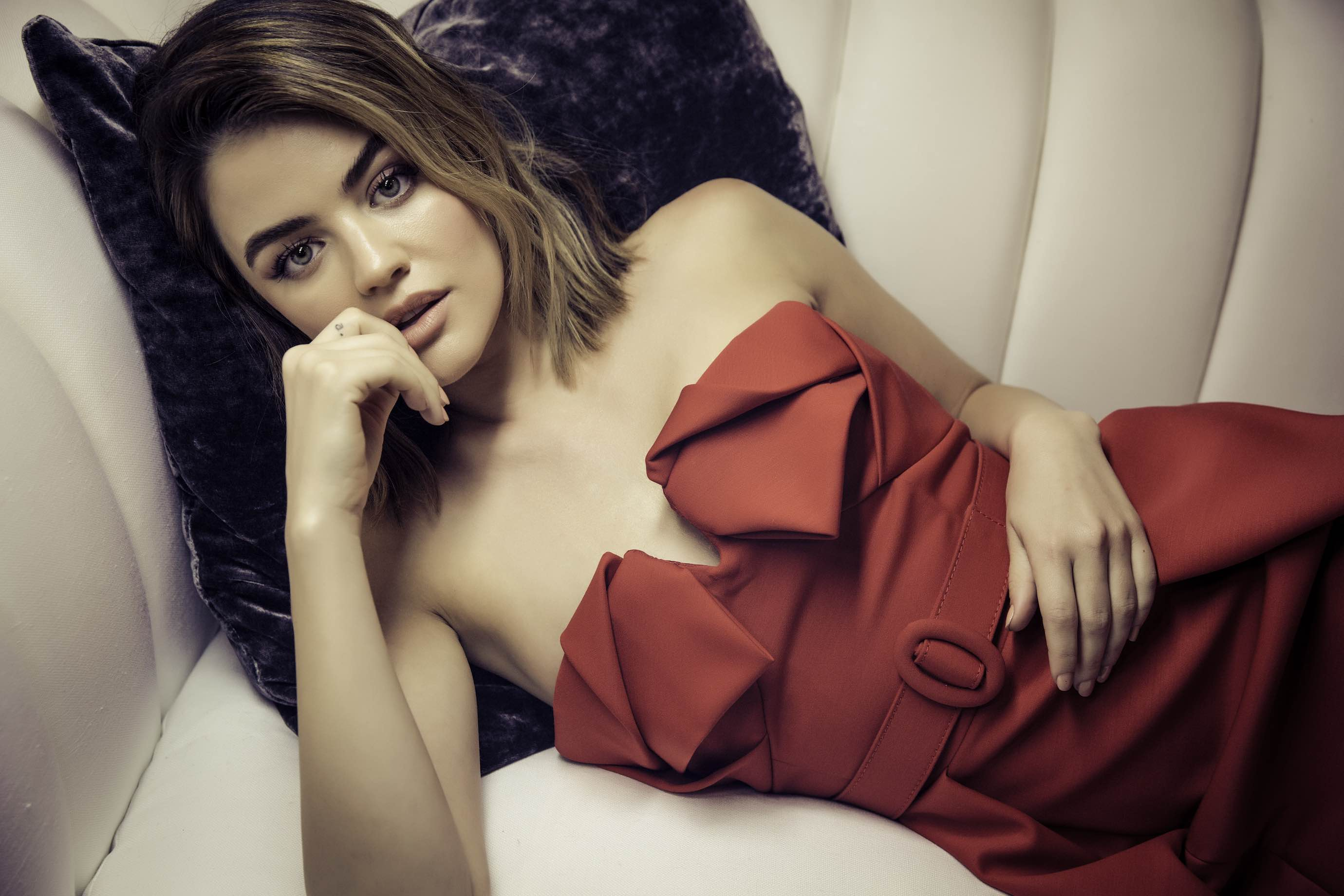 lucy hale stunning