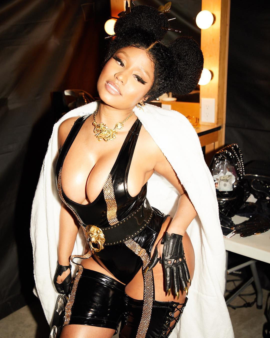 nicki minaj sexy look
