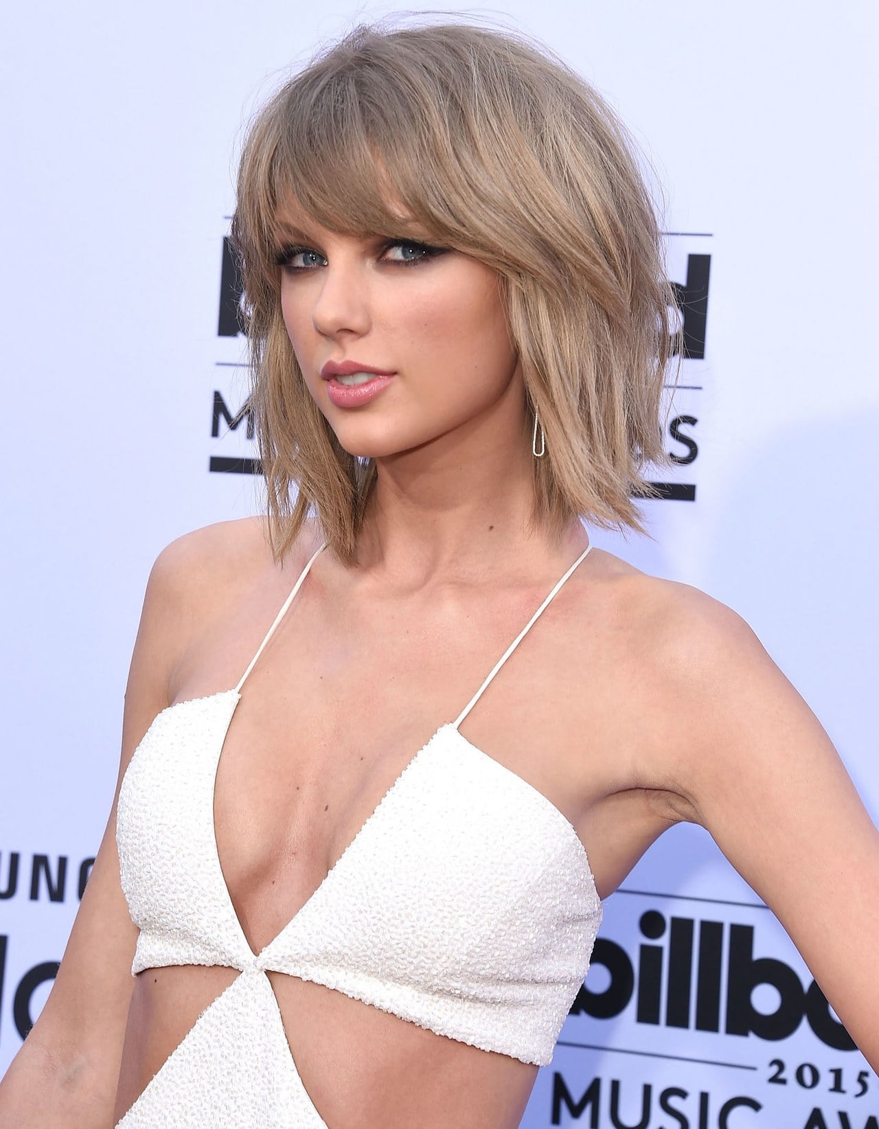 taylor swift sexy cleavage