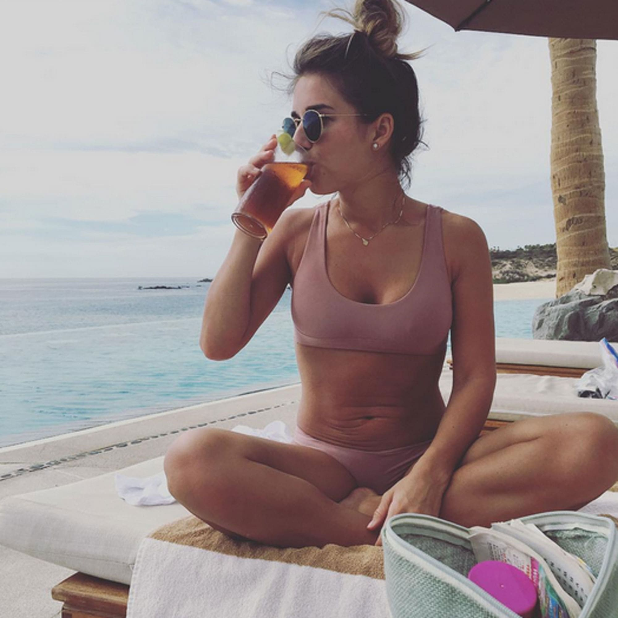 Jessie James Decker taking Juice