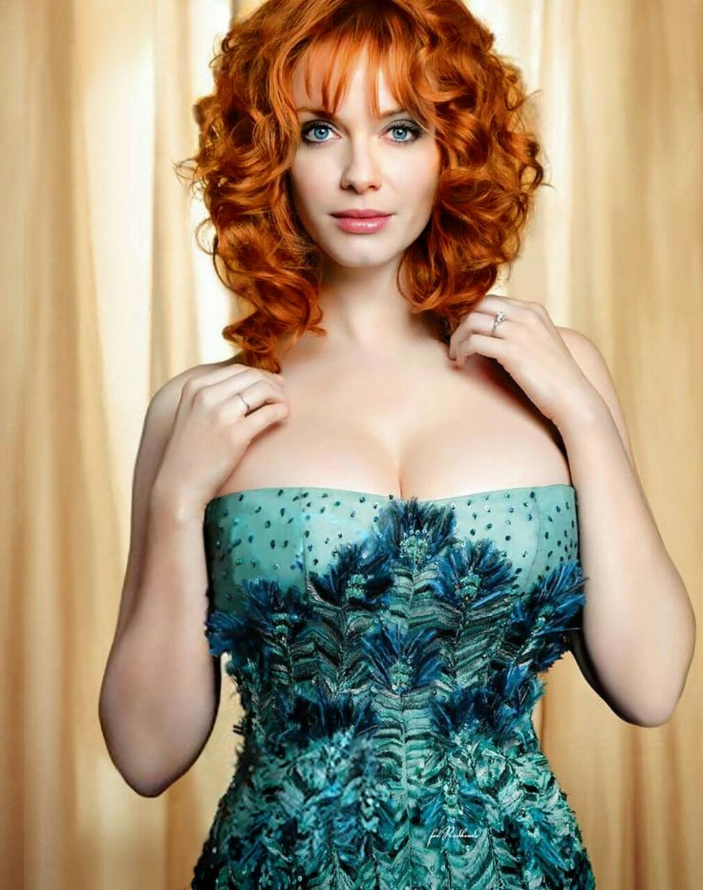 43 Hottest Christina Hendricks Big Butt Pictures Will Make You Want Her Now-6194