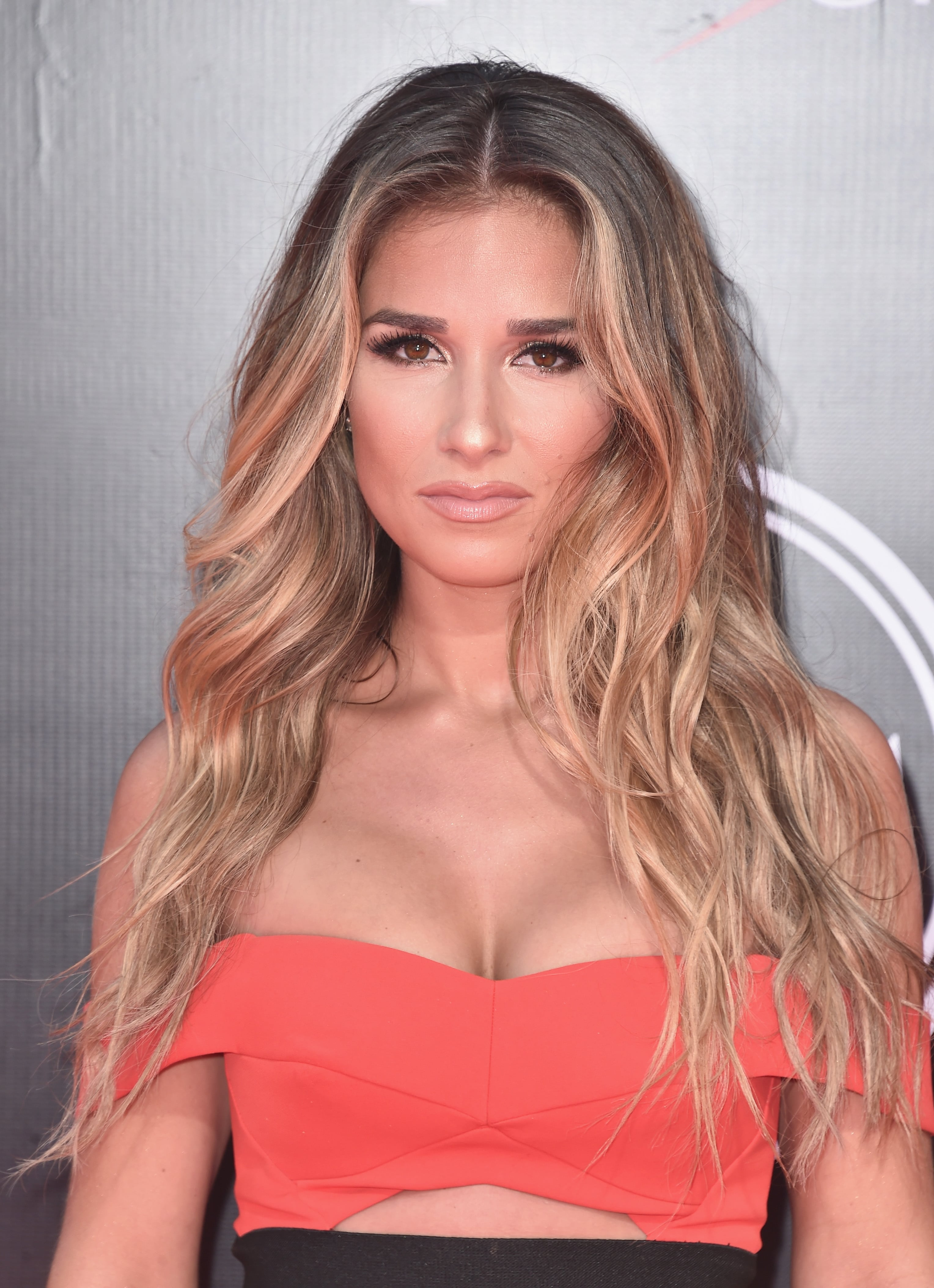 Jessie James Decker Hot