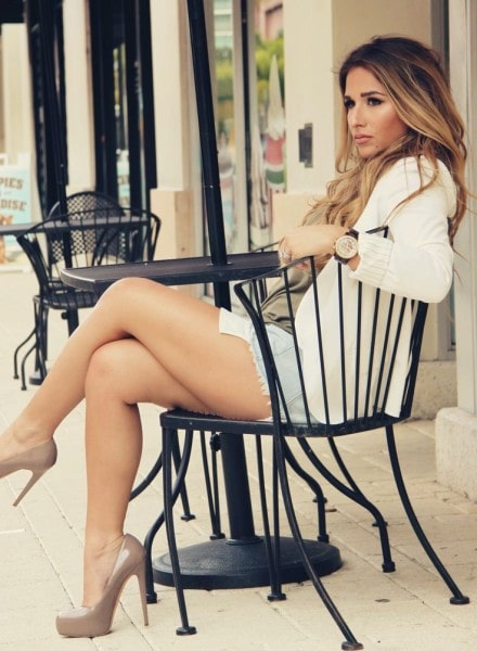 Jessie James Decker Sexy Legs