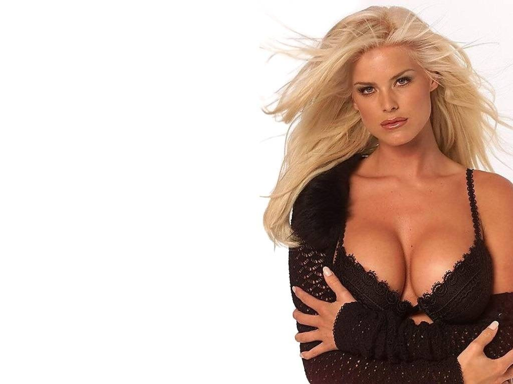Victoria Silvstedt Hot Boobs
