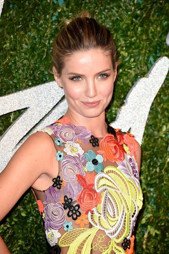 45 hot pictures of annabelle wallis that reveal her sexy body