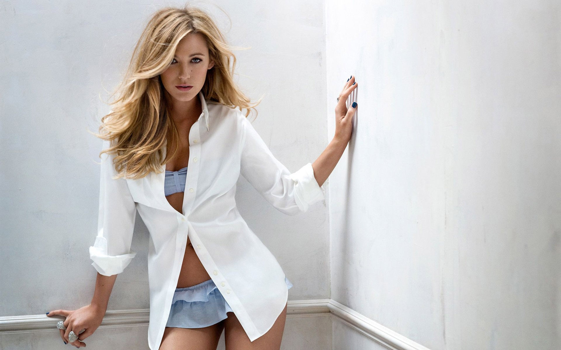 Blake-Lively-Sexy-Photoshoot