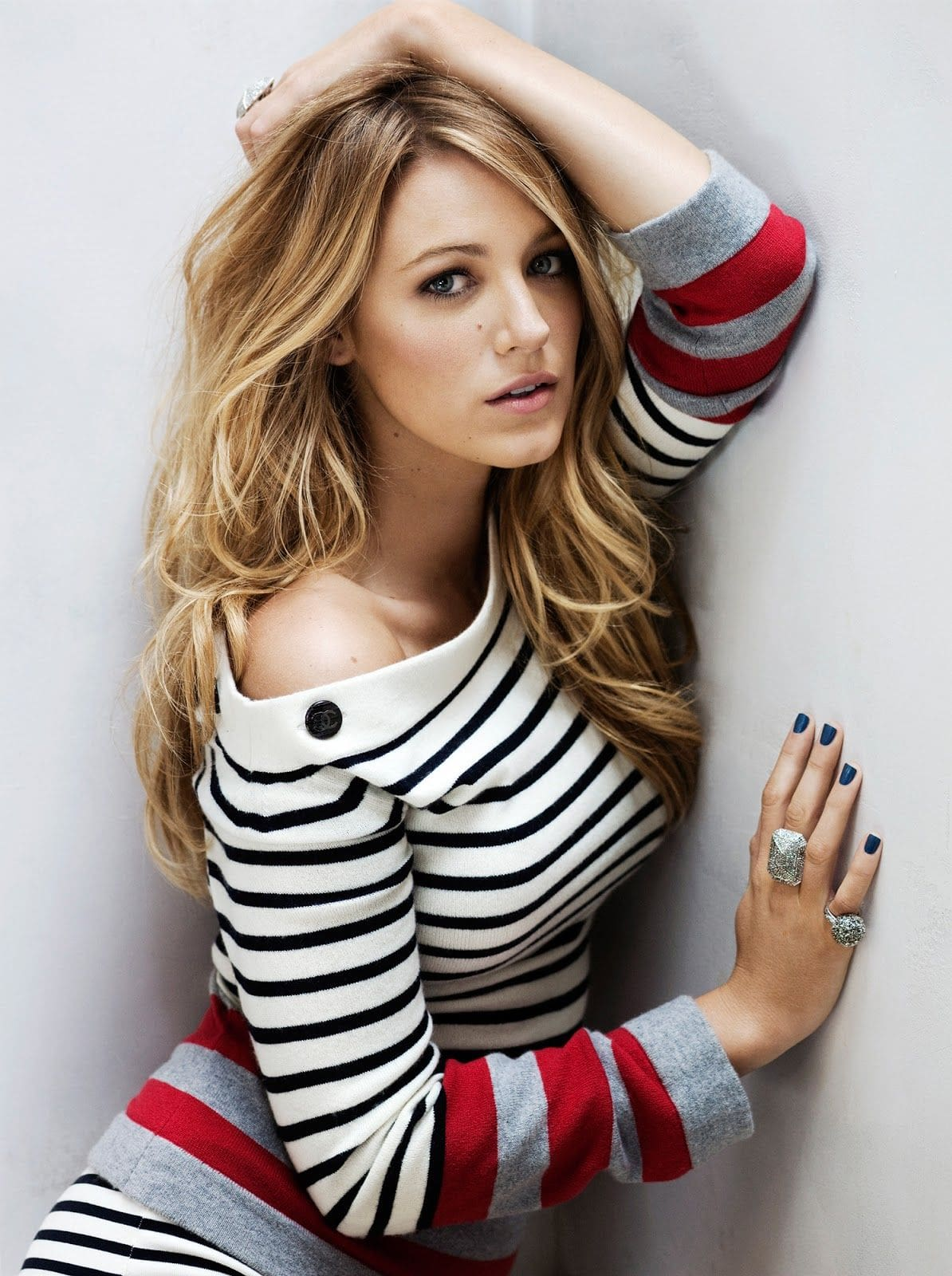 Blake-Lively-Stylish-Photoshoot