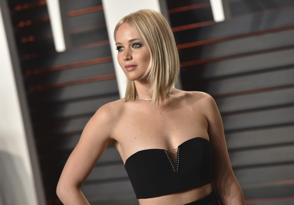 Jennifer Lawrence sexy cleavages