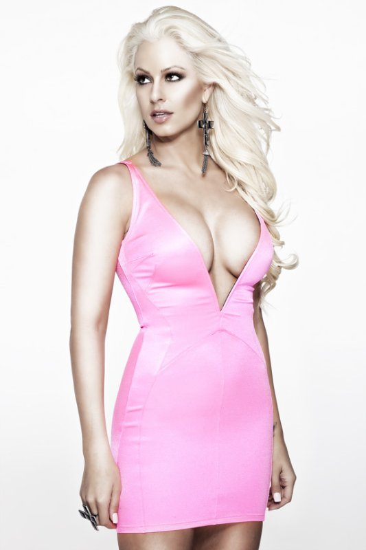 Maryse Ouellet Proves beautiful dress