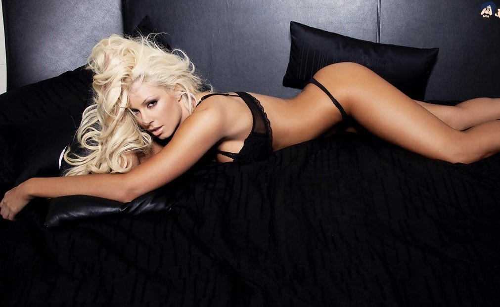 Maryse Ouellet Proves sexy butt