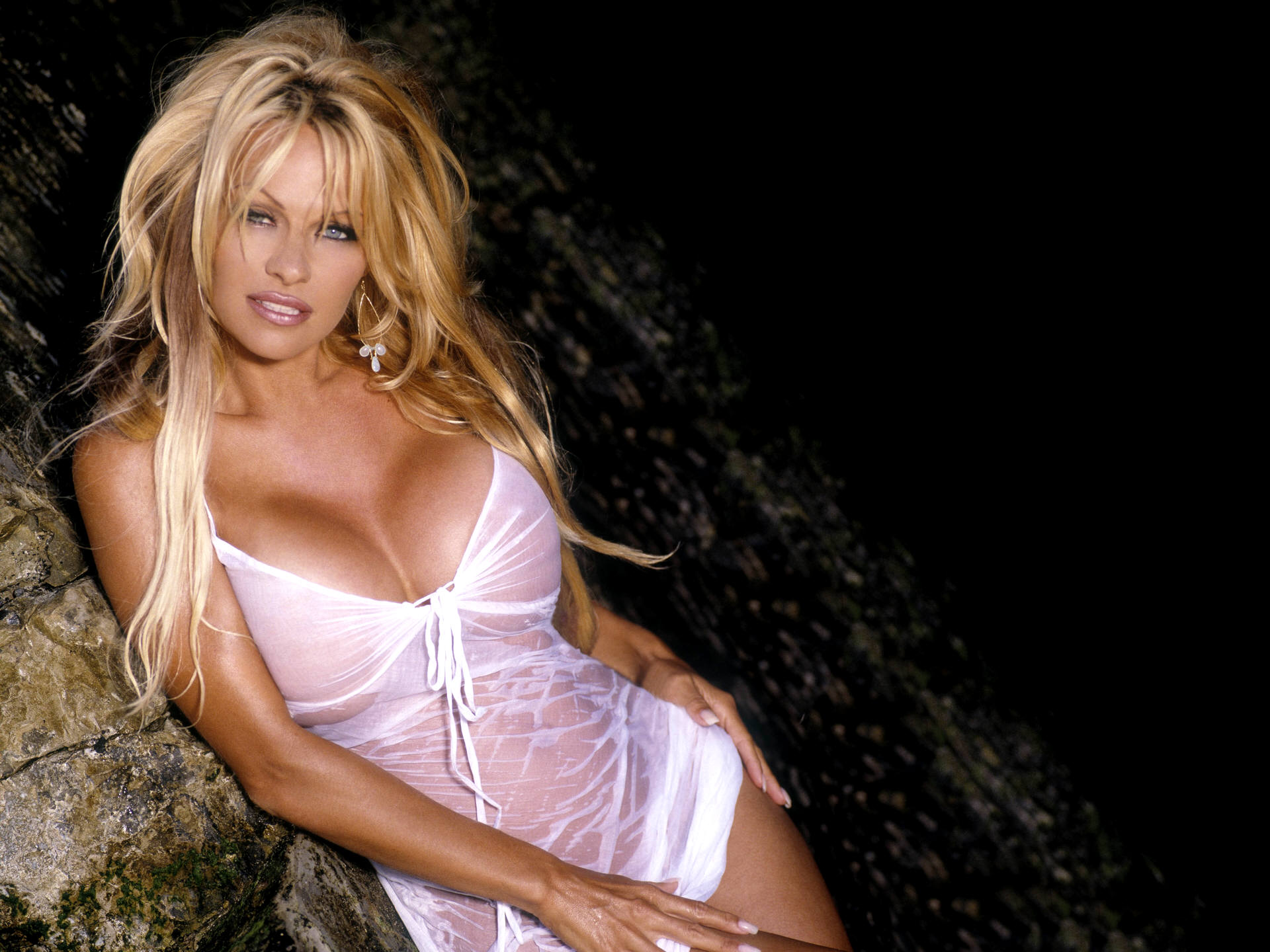 Pamela Anderson hot pictures