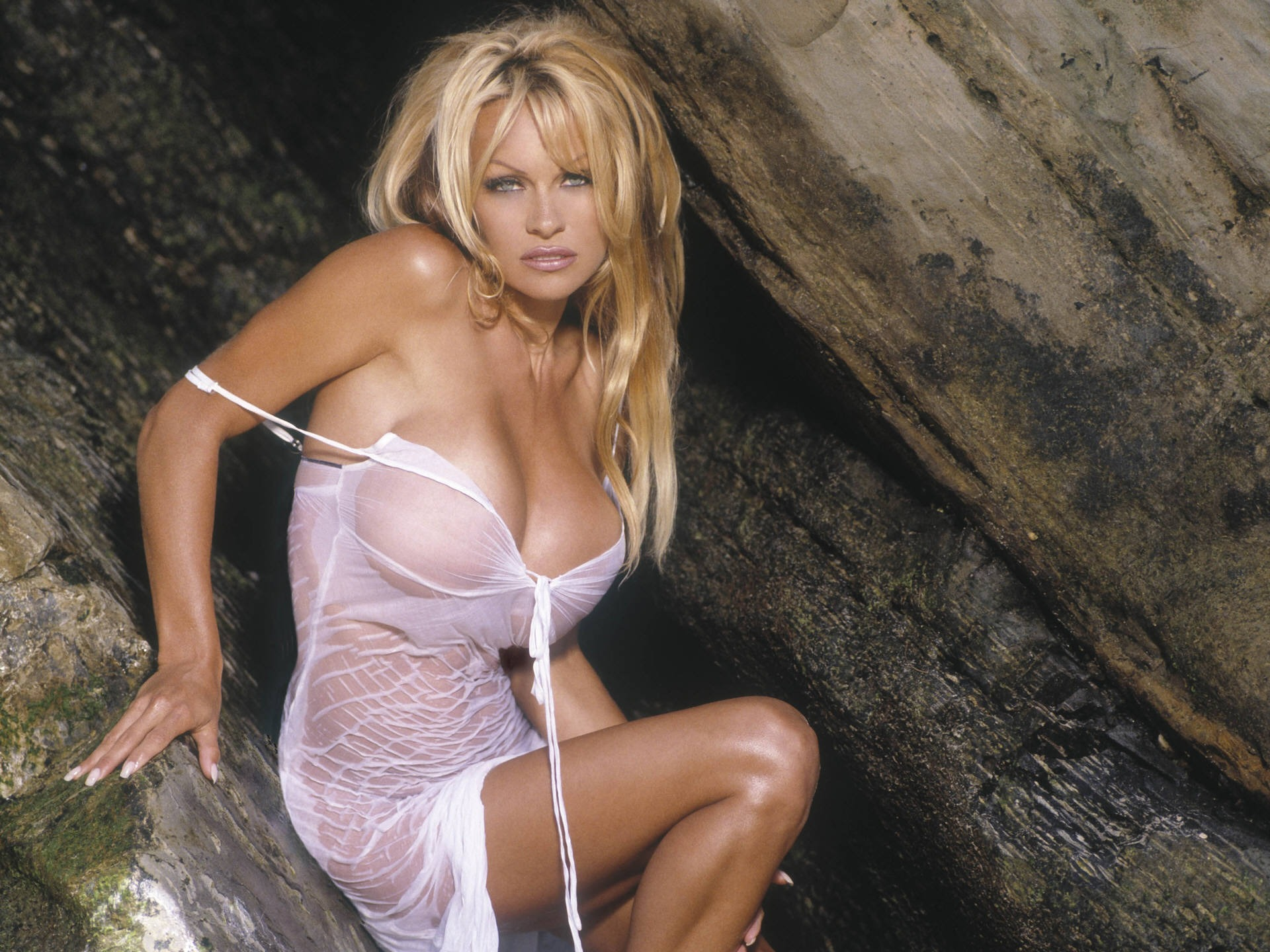 Pamela Anderson sexy white dress
