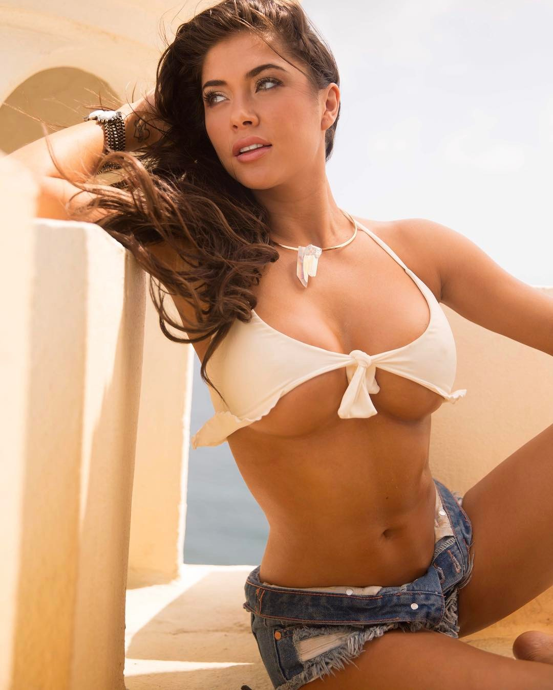 arianny celeste sexy cleavage