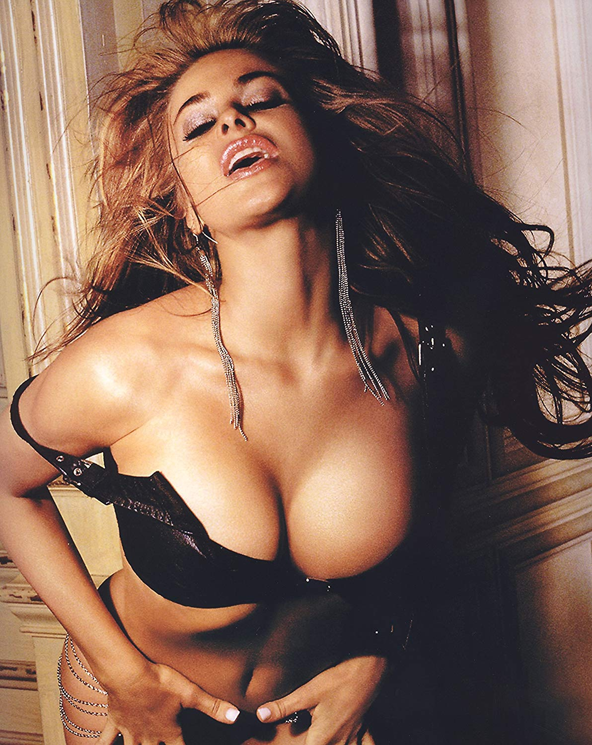 carmen electra cleavages